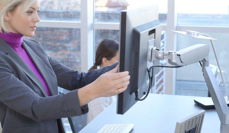 Distancia brazos con la pantalla del ordenador