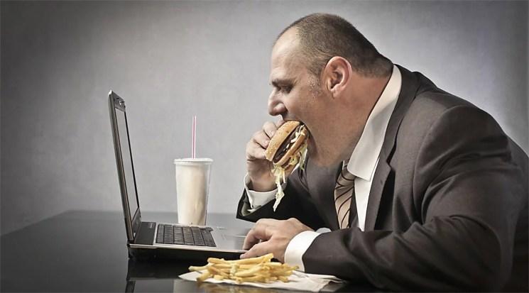 no comas encima del ordenador